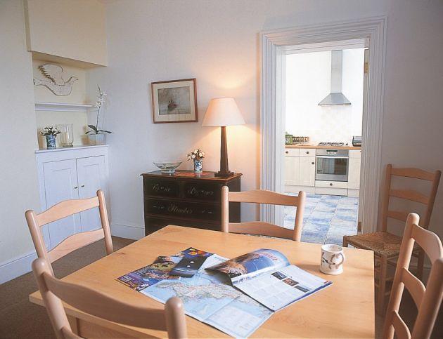 Pendeen lighthouse cottages lighthouses for sale or rent for Light house interior