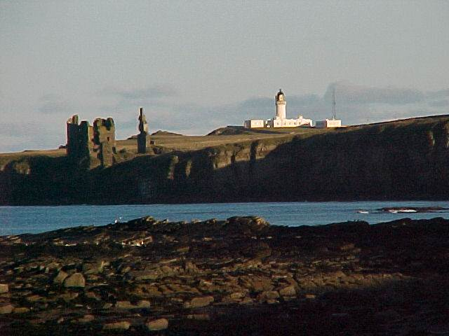 aa-a-noss-head-lighthouse-compound-castle