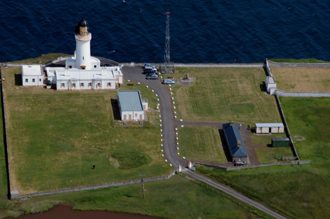 aa-a-noss-head-lighthouse-compound-main-r